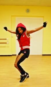 Enseignante à Saint Laurent du Var & Nice, Christelle Samba débute son talentueux dance floor à la Réunion avec le Ragga Dancehall puis les danses traditionnelles africaines.