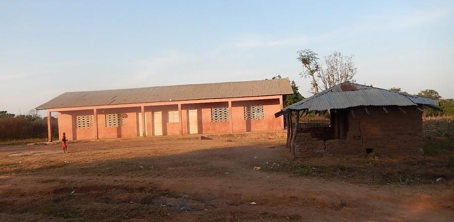 Ecole primaire du Village offerte par l'ONG  Plan