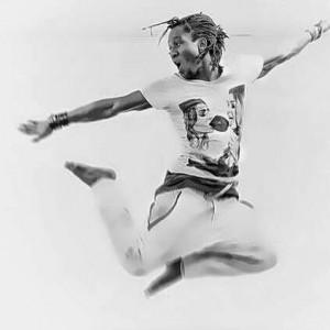 """Originaire de Côte d'Ivoire, Oumar début sa carrière dans la Cie Kora et  avec Moussa Sidibé. Puis il collabora avec Merlin Nyakam, Georges Momboye & Alphonse Tierou. Il joua dans le film """"Roue Libre"""". Son travail s'applique à la précision des pas, la libération des mouvements dansés pour approfondir le tempo."""