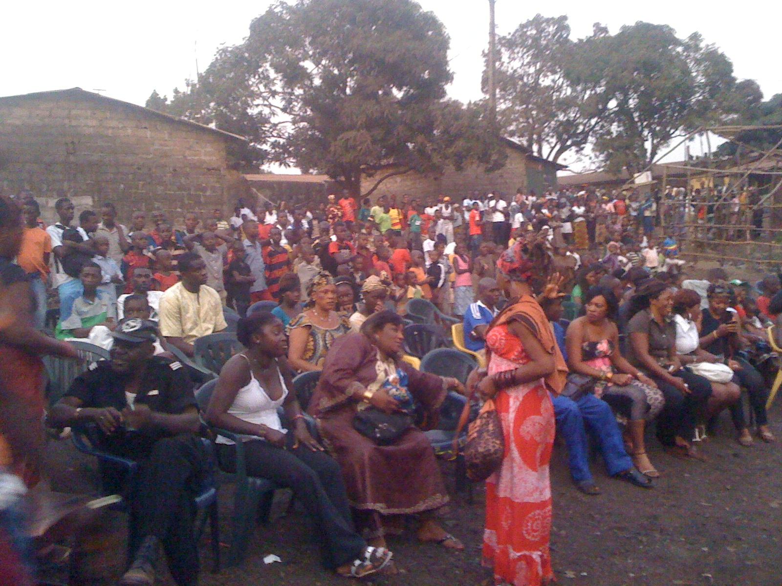 Public d'un show de rue